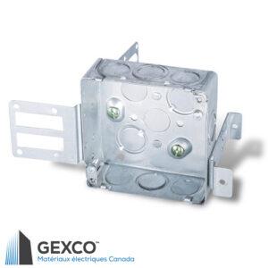 """Boîte pour appareil 52151-KSSX-1 carrée de 4"""". enveloppante, peu profonde pour montants en acier de 2 1/2"""" et 3 5/8"""" avec équerre de support intégré."""